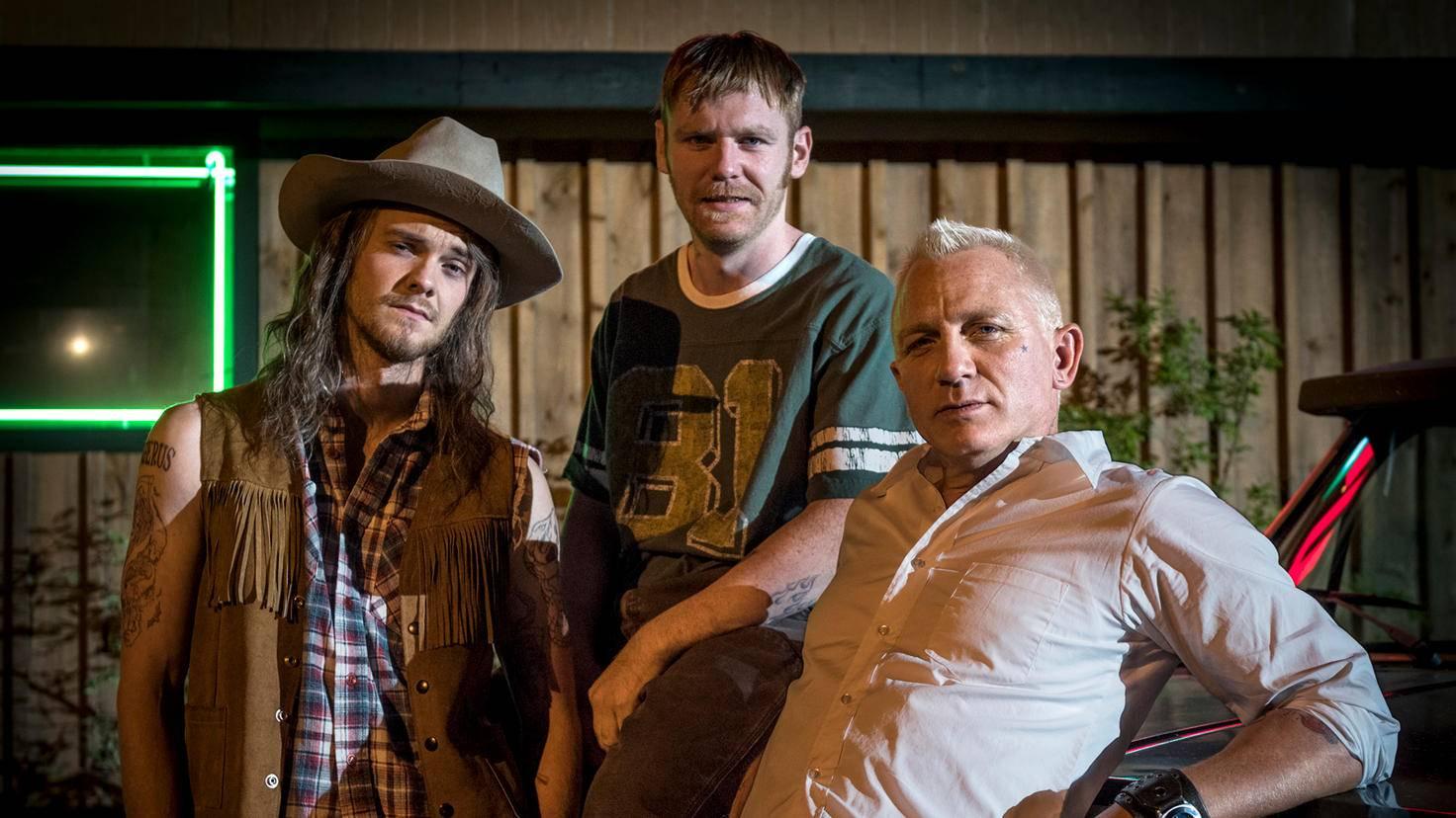 Die Band-Familie mit Papa Joe (Daniel Craig, r.).