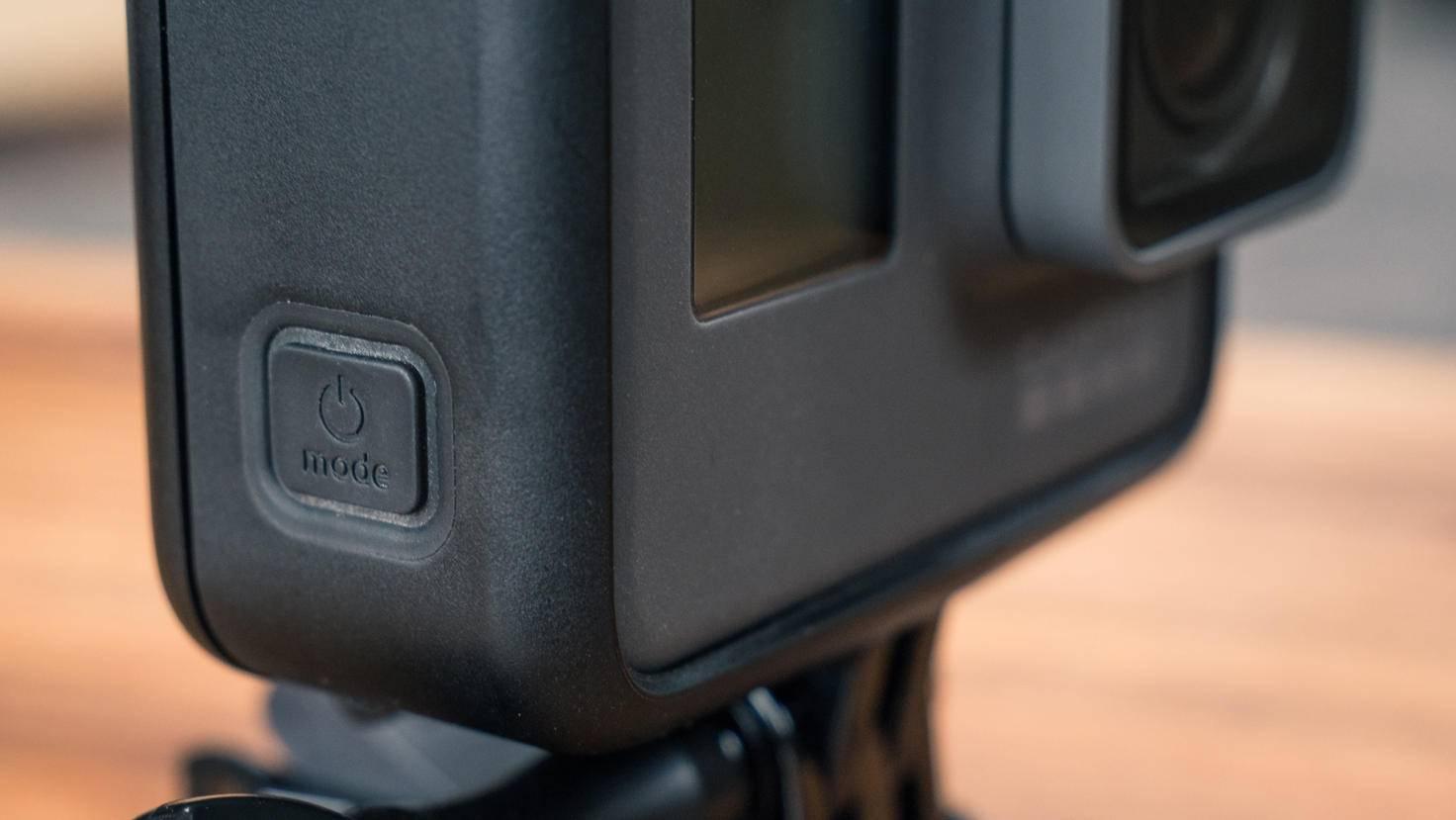 Der Power-Knopf sitzt unverändert an der Gehäuseseite.