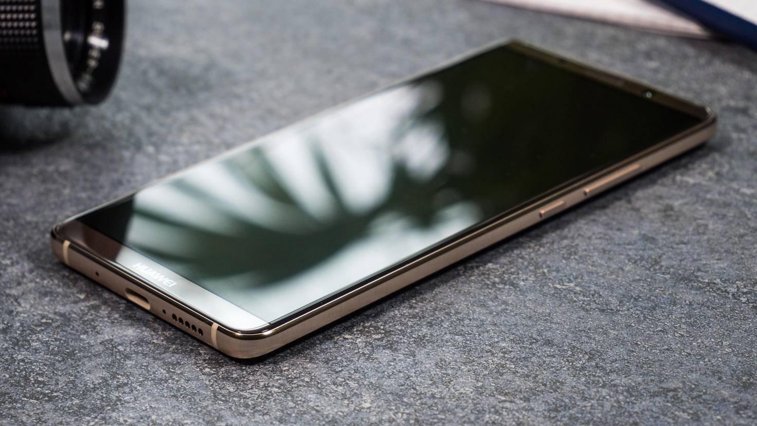 Das Smartphone wird von Glas dominiert.