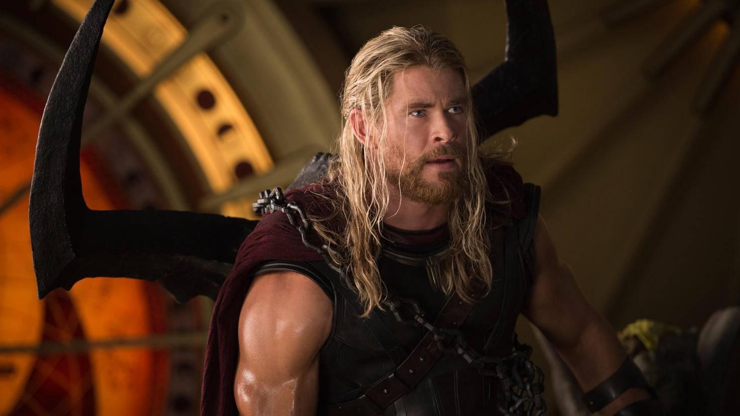 Dank seiner Rolle als Donnergott Thor schafft es Chris Hemsworth in die Top 10 der reichsten MCU-Darsteller.