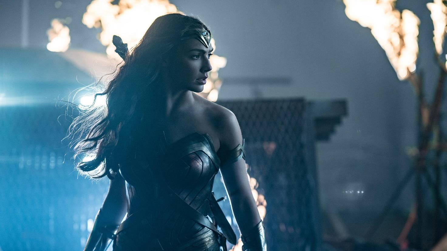 Wonder Woman schließt sich Batman als Erste an.