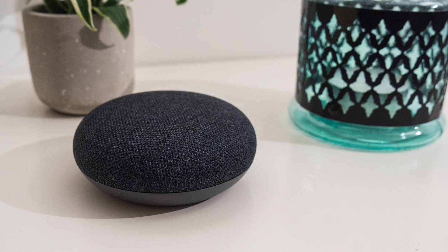 Google-Home-Mini-04