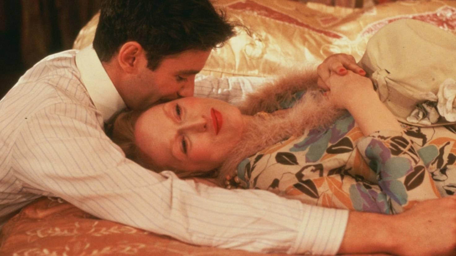 """Meryl Streeps Eifer wurde belohnt: Am Ende ging sie mit Kevin Kline in """"Sophies Entscheidung"""" auf Tuchfühlung."""