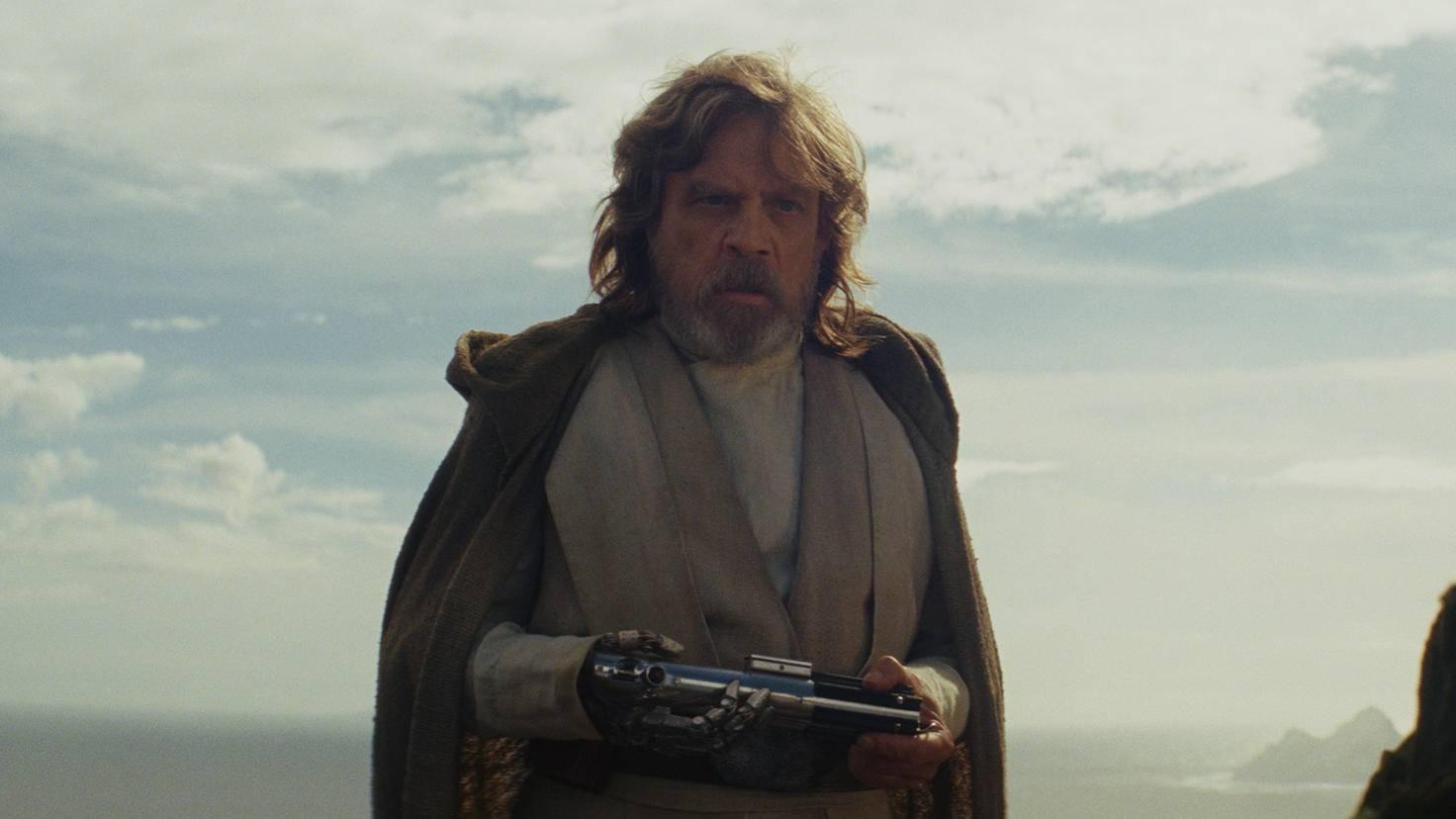 Doch Rey fand ihn und brachte ihm sein Lichtschwert zurück.