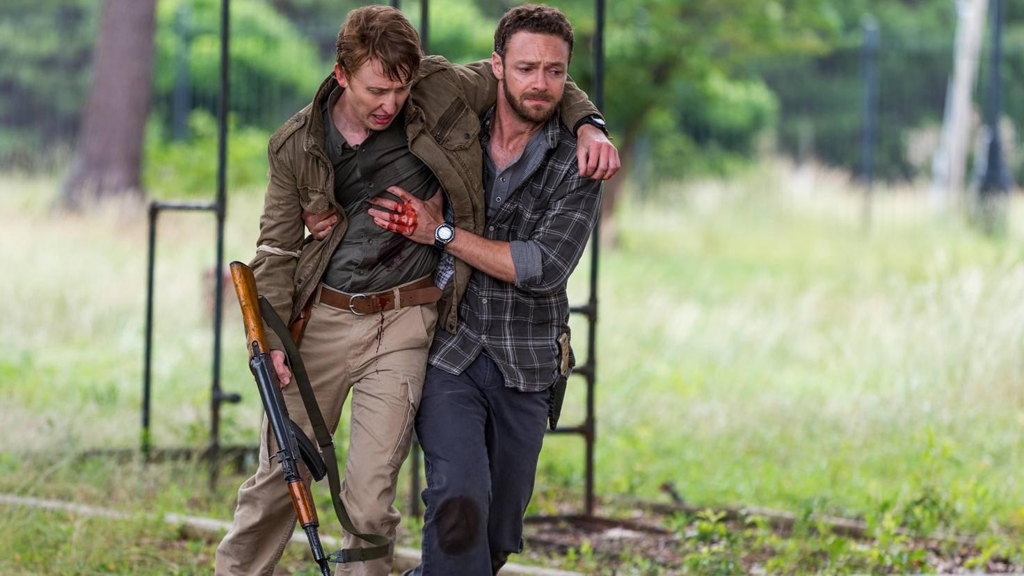 Aaron bringt Eric in Sicherheit ...