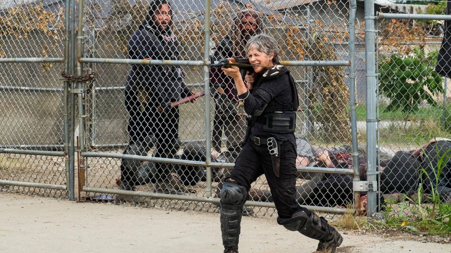 Zum Glück kommt Carol gerade noch rechtzeitig, um Jerry und Ezekiel zu retten.