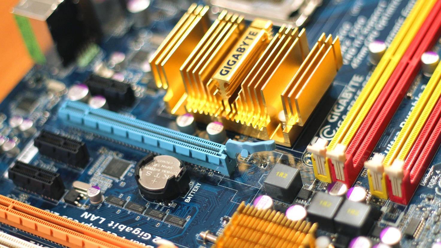 Mainboards gibt es in den unterschiedlichsten Ausführungen, aber eines haben alle gemeinsam: Sie sind das Herzstück eines PCs.