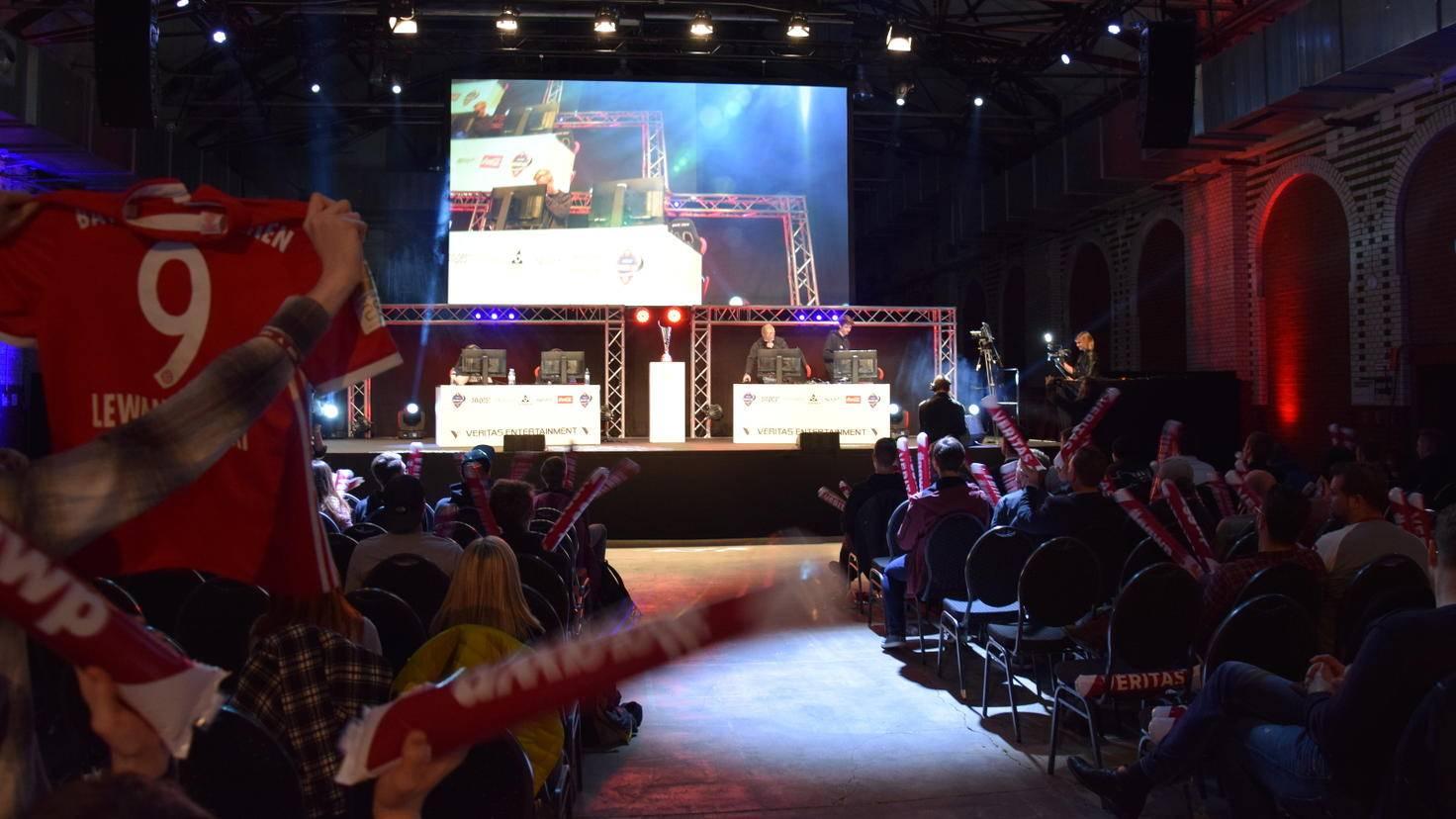 Finale! Die Spieler betreten unter großem Applaus die Bühne.