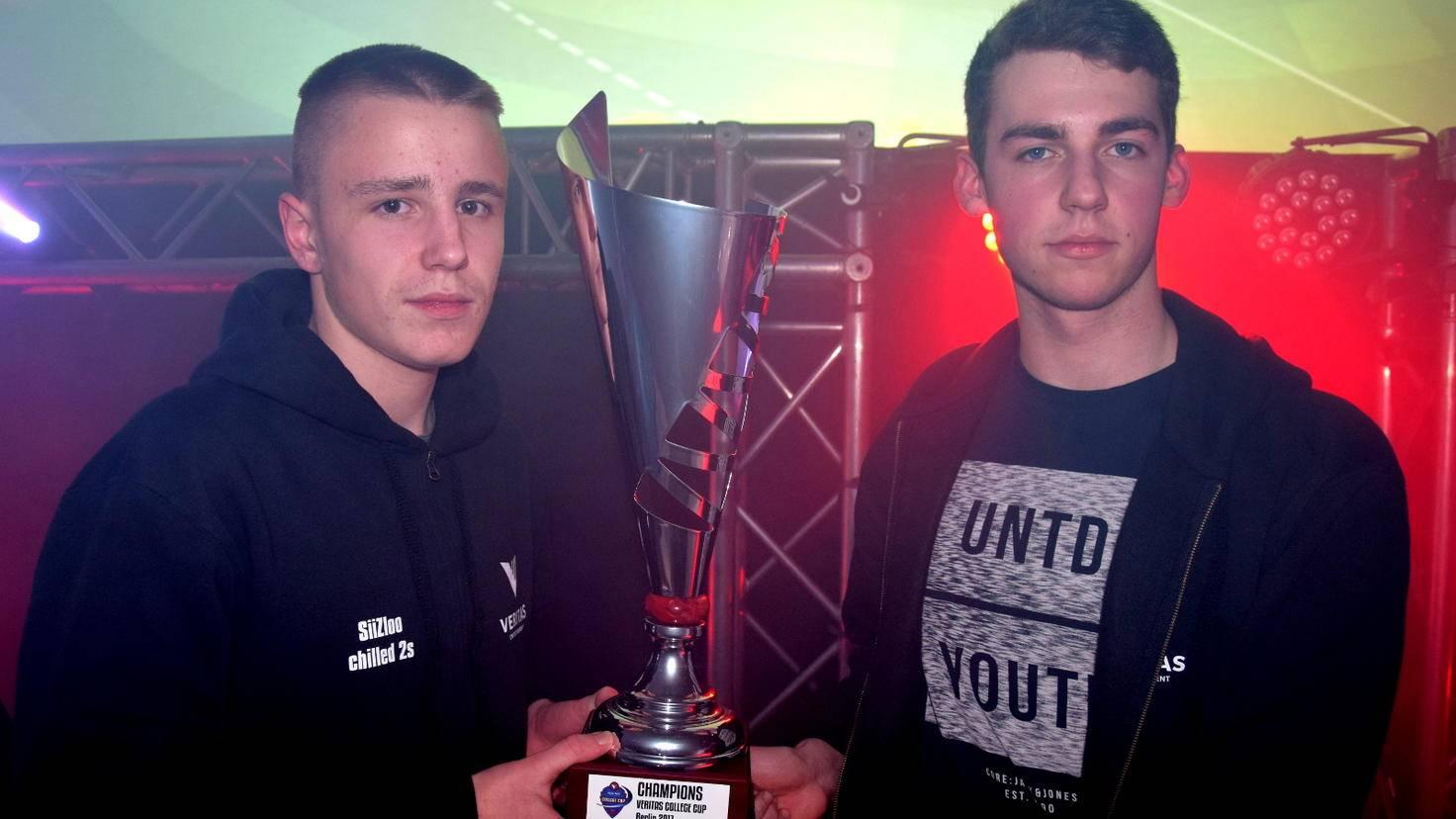 Siegerfoto mit Pokal: SiiZLoo und Gnagflow06 LFT von Chilled2s.