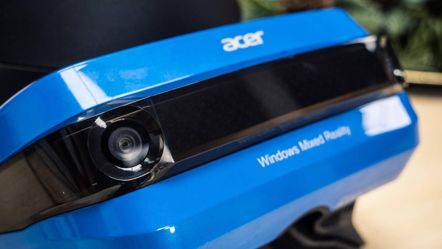Das Headset von Acer besticht durch seine auffällige blaue Farbe.