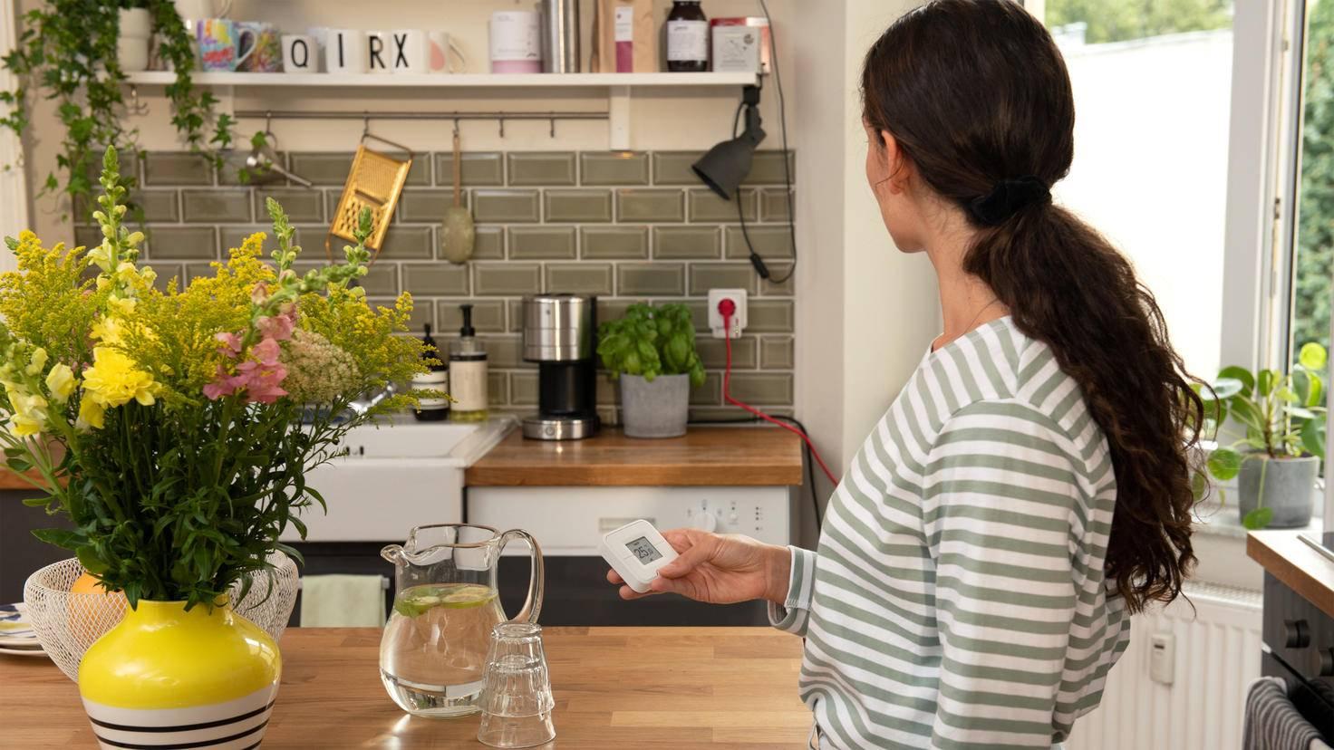 Mit dem Heimnetz verbundene Steckdosen lassen sich mit der Fernbedienung einfach steuern.