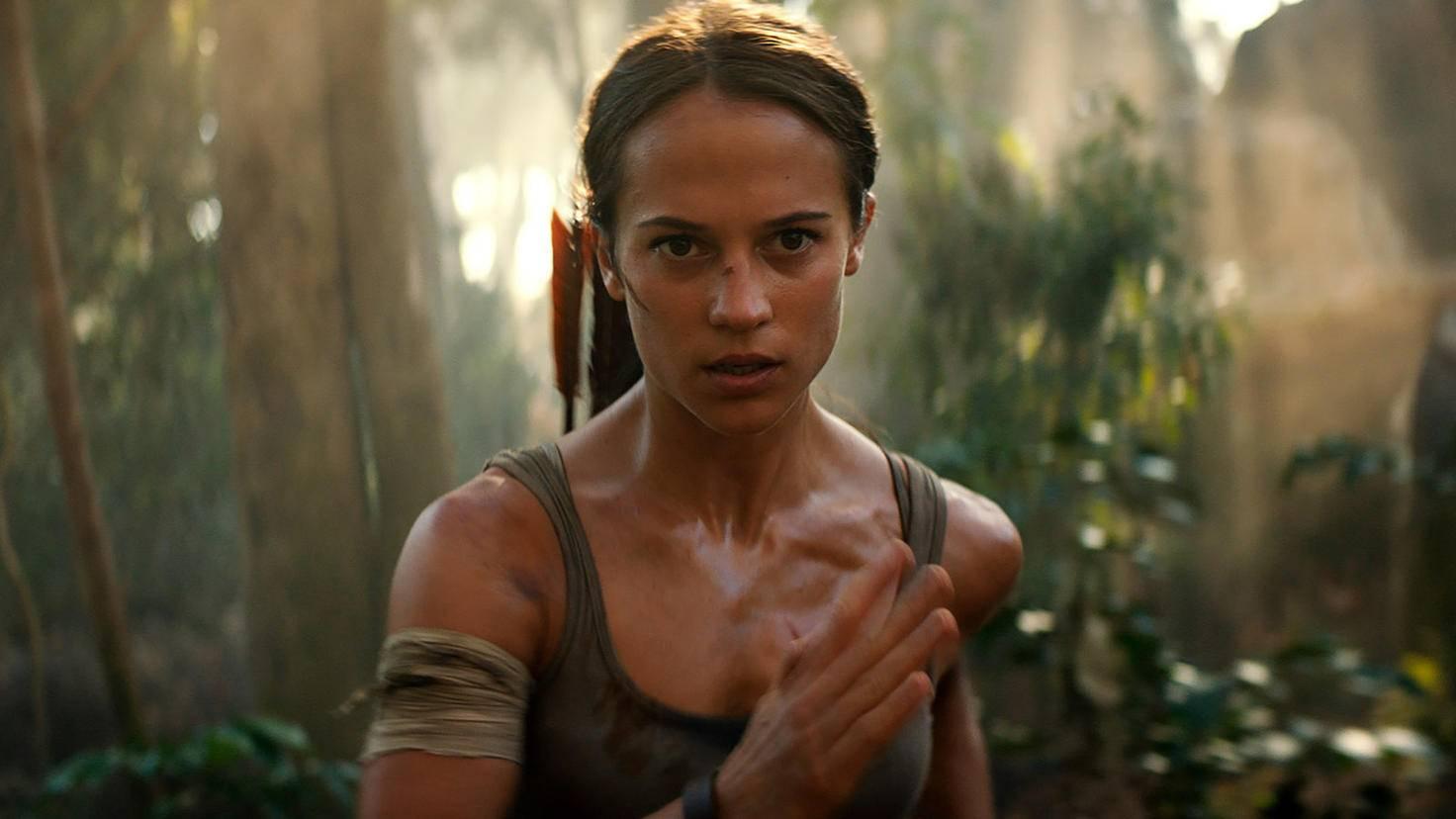 Lauf, Lara, lauf! Im Direktvergleich zwischen Alicia Vikander und Angelina Jolie hat für uns Alicia die Nase vorn.