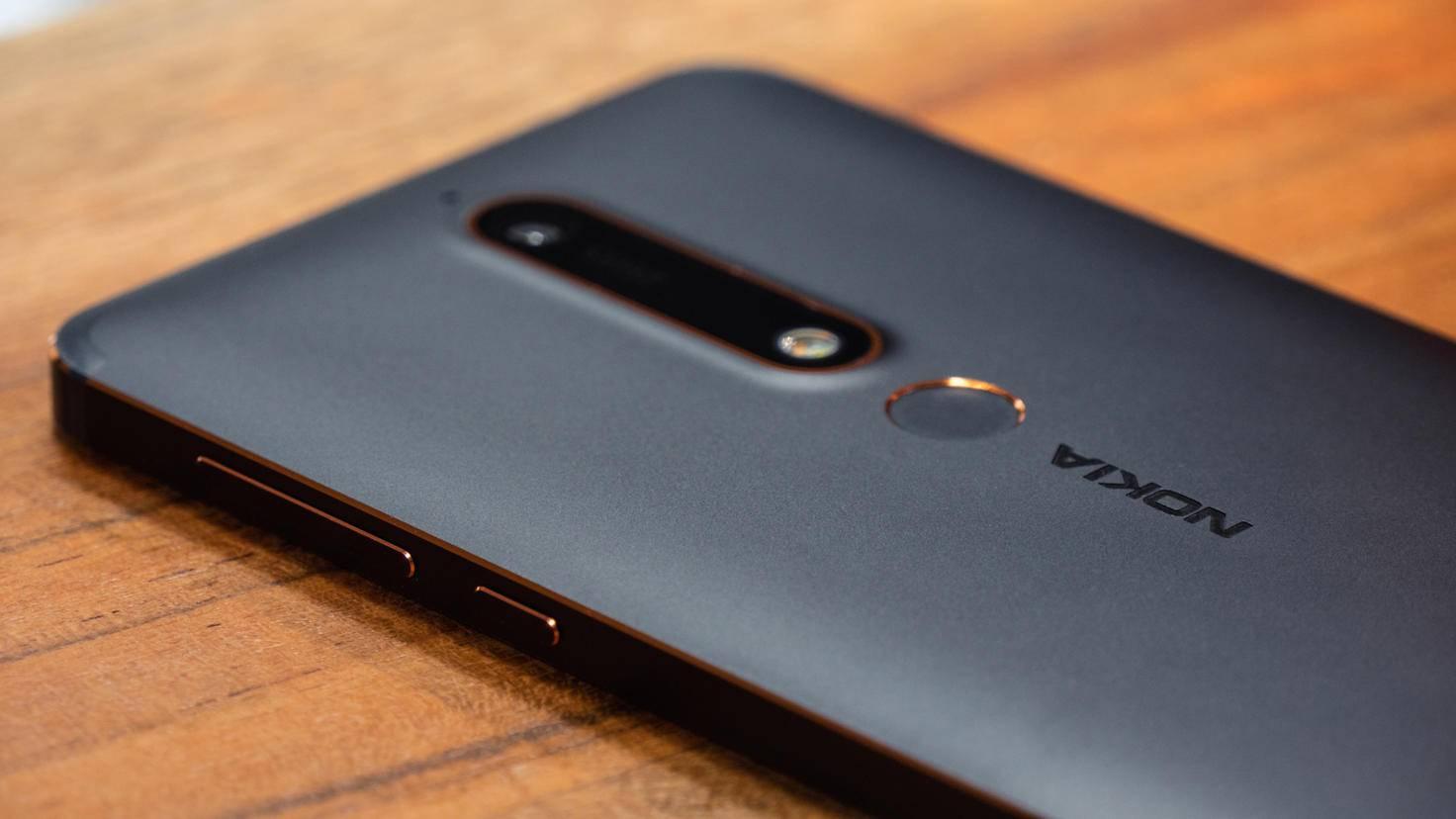 Das Nokia 6.1 besteht aus Metall.