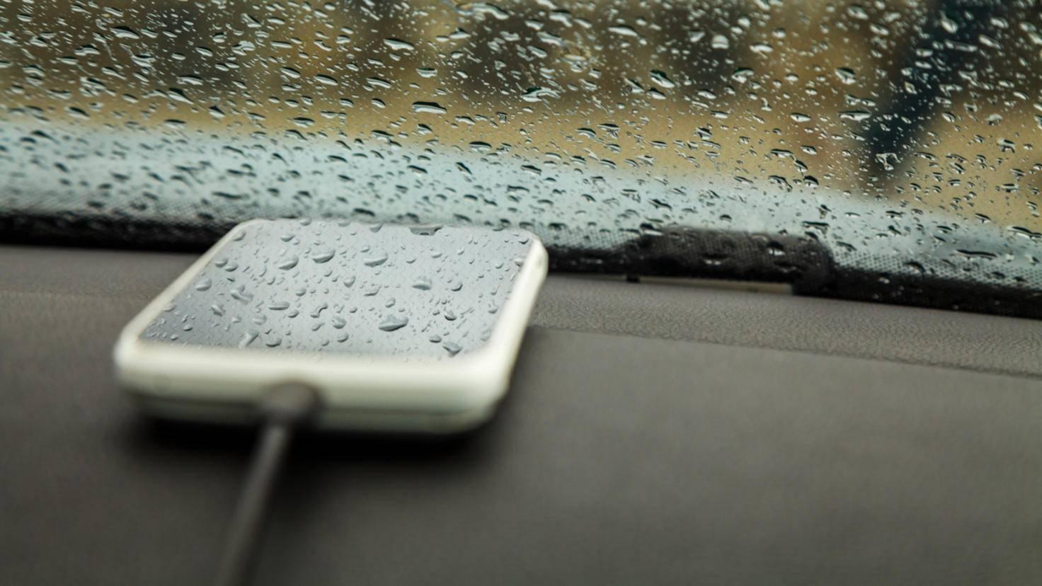 Handy im Auto laden