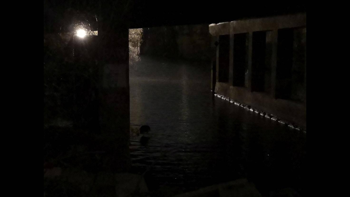 Sind nur wenige schwache Lichtquellen vorhanden, muss der Foto-Fan auch beim P20 Pro der Bildqualität Lebewohl sagen.