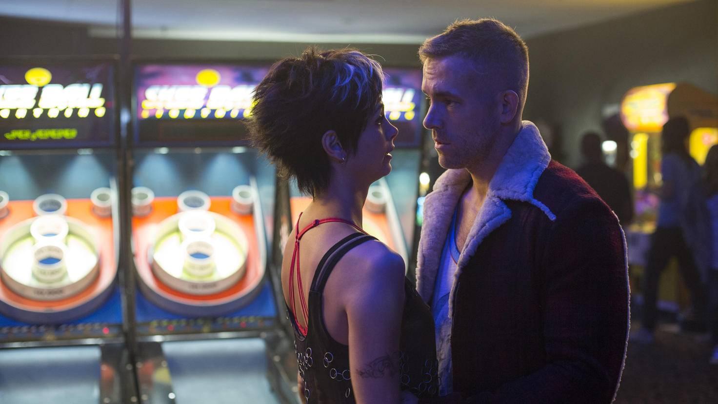 Morena Baccarin und Ryan Reynolds als Vanessa und Wade Wilson in Deadpool