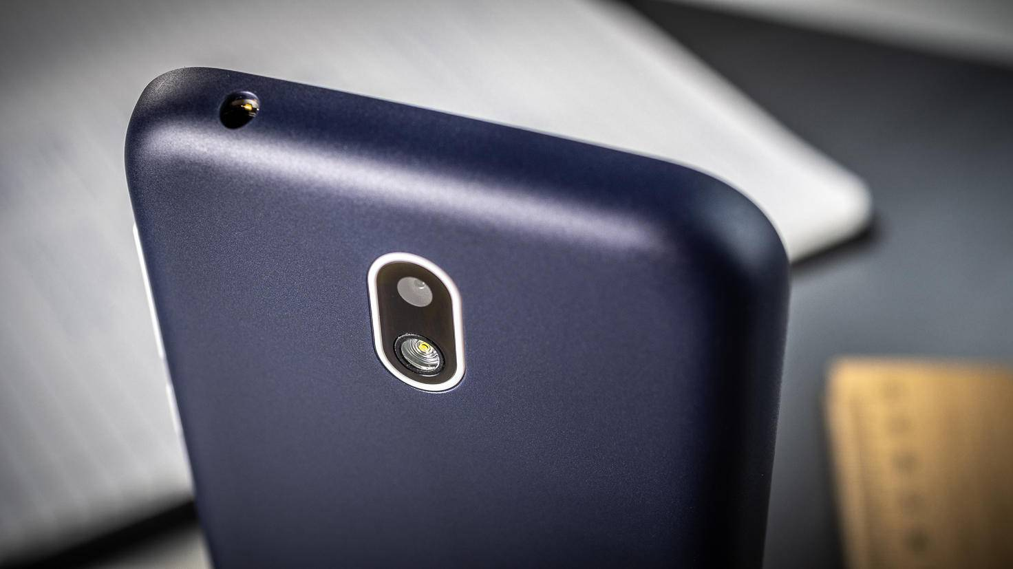 Auf der Rückseite gibt es eine 5-Megapixel-Kamera.