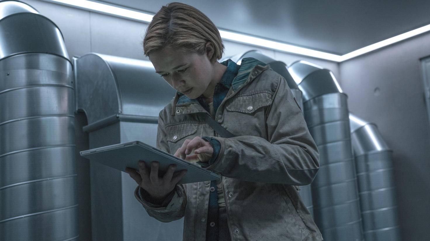 Als Tochter eines Apollon-Angestellten hat Simone Zugriff auf die Kontrollsysteme aller Bunker.