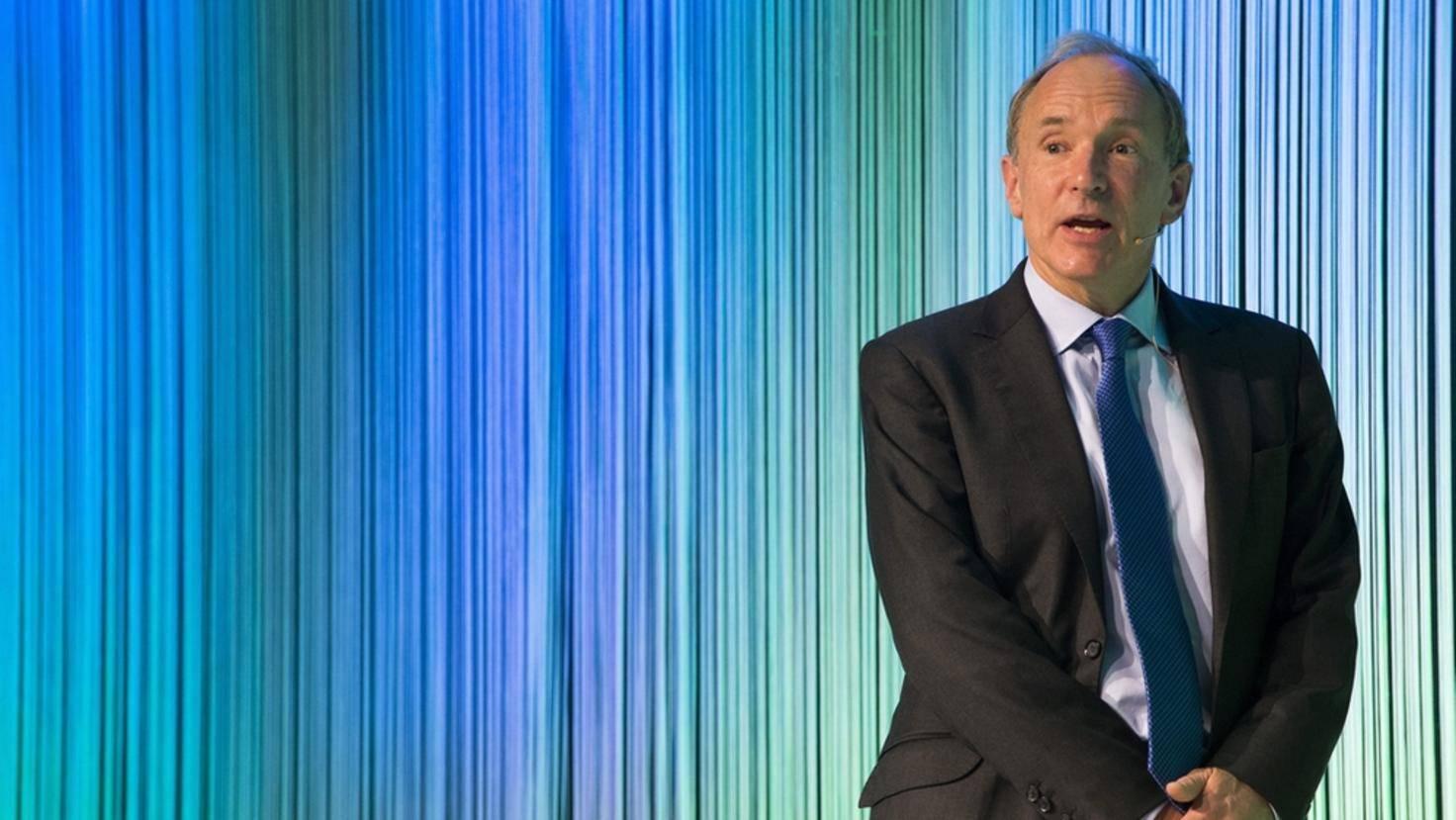 Tim Berners-Lee receives Gottlieb Duttweiler Prize 2015