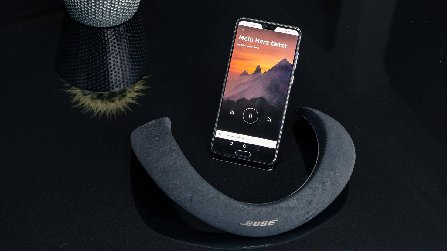 Bose-Soundwear-Companion-TURN-ON-4