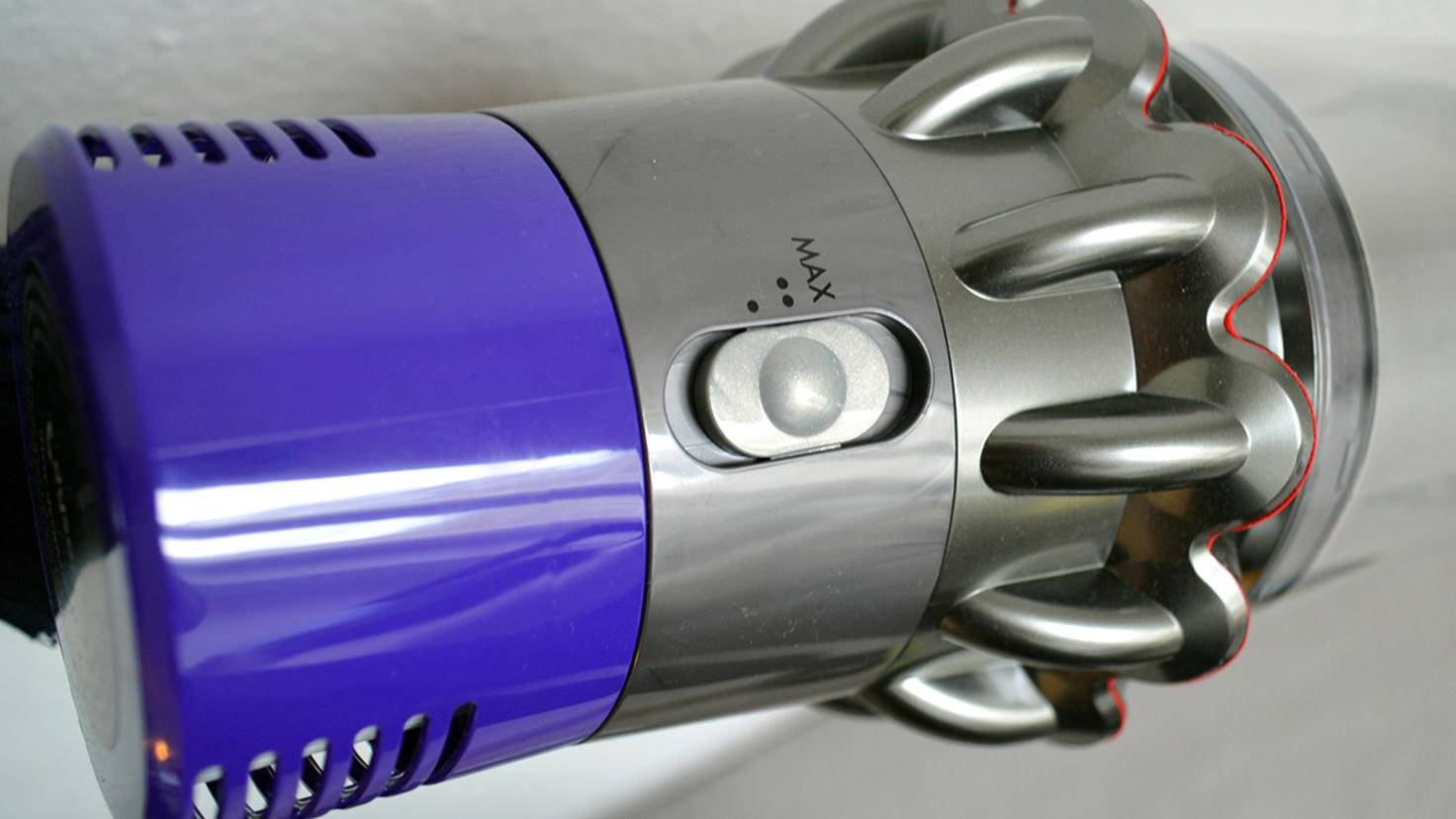 Dyson Cyclone V10 Absolute-10-TURN ON