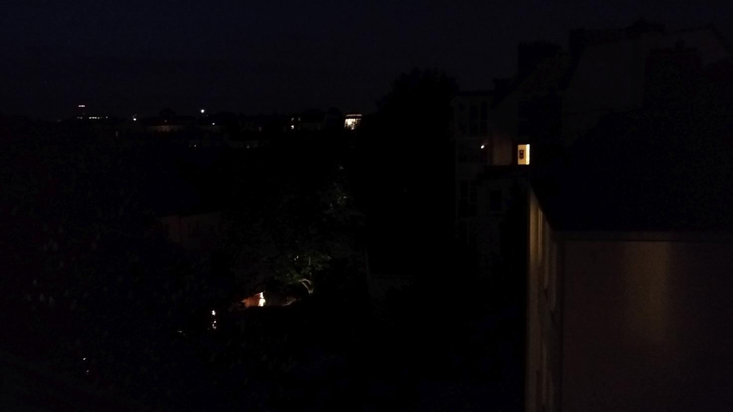 Nachtaufnahmen sind detailarm und verrauscht.
