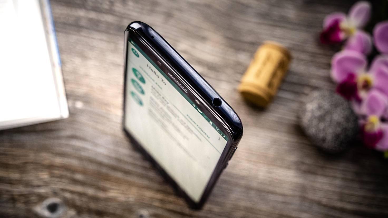 Motorola-Moto-G6-Play-TURN-ON-6