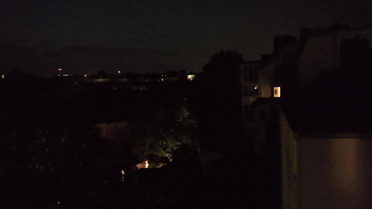 Die Nachtaufnahmen sind immerhin besser als jene des Moto G6 Play, aber trotzdem zu dunkel und verrauscht.