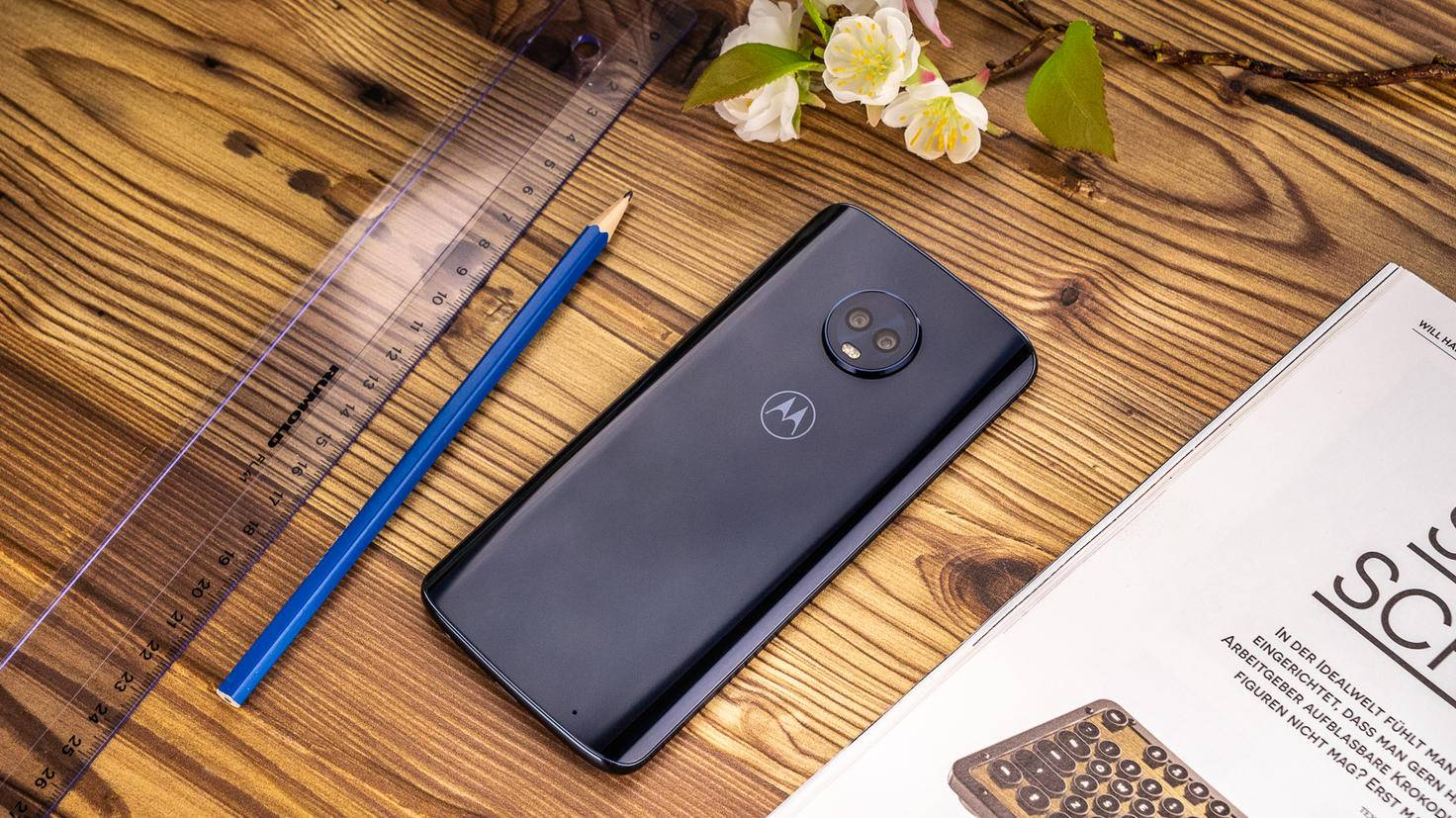 Motorola-Moto-G6-Plus-TURN-ON-2