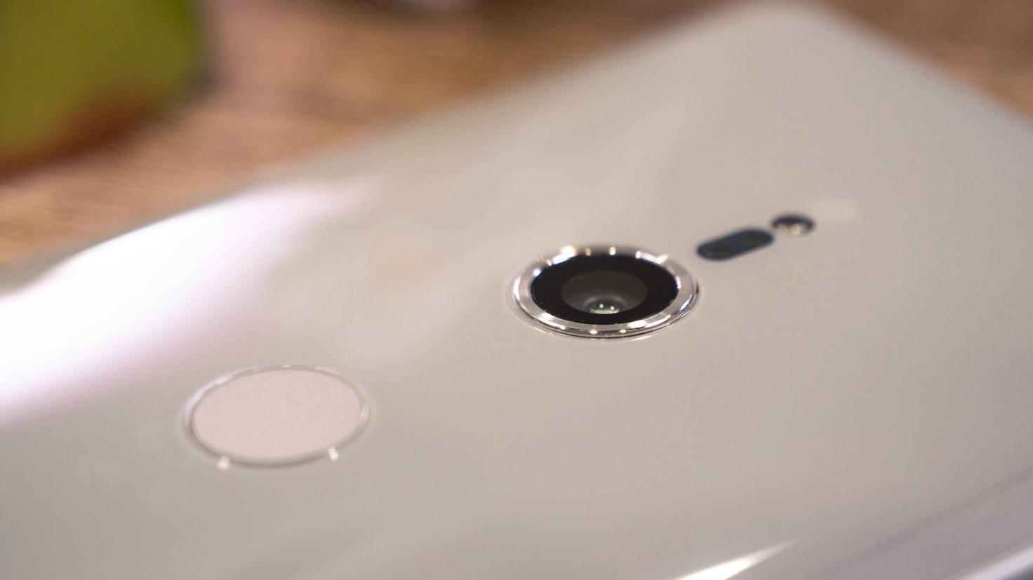 Sony-Xperia-XZ2-6-TURN-On