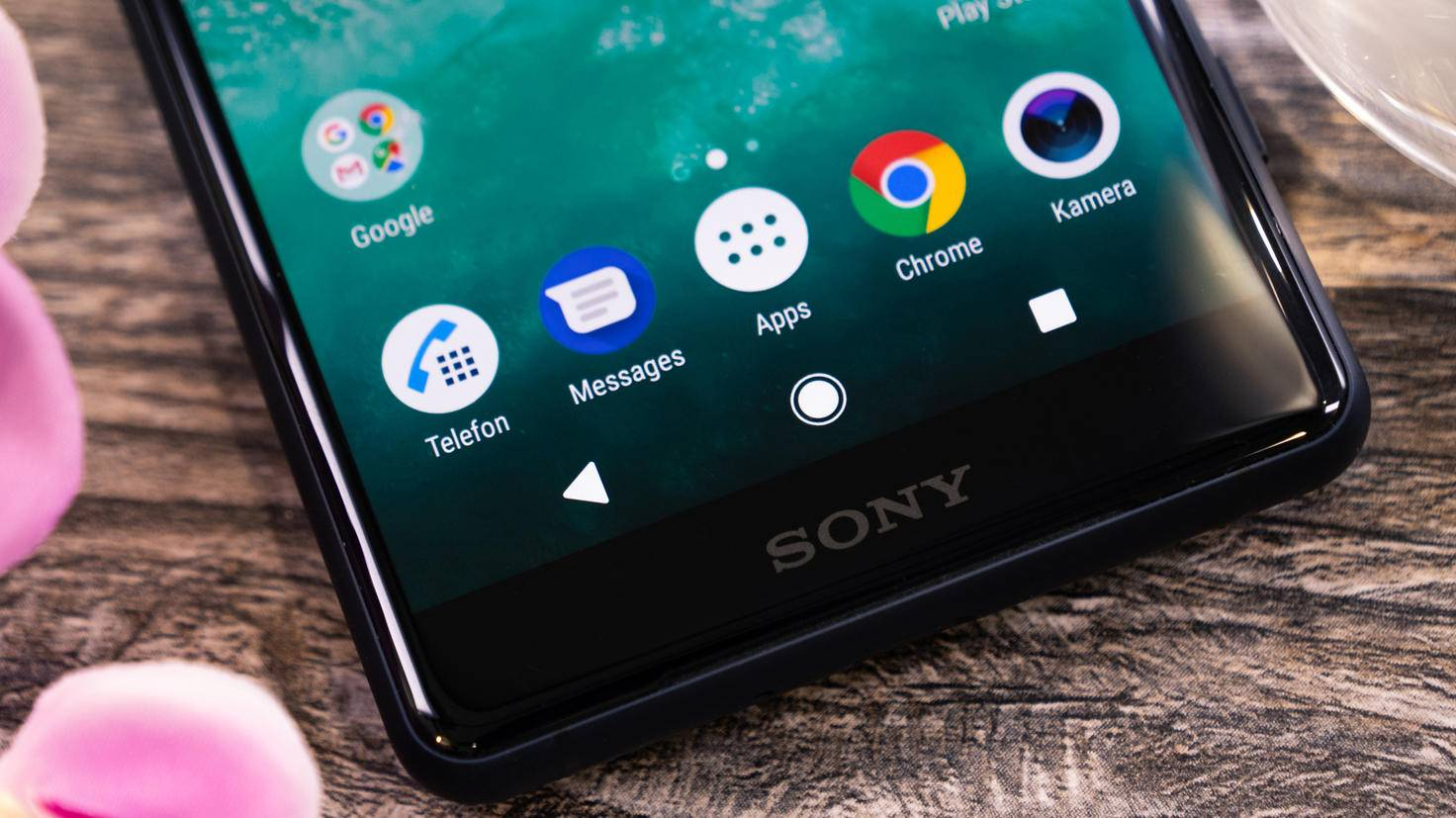 Sony-Xperia-XZ2-Compact-TURN-ON-5
