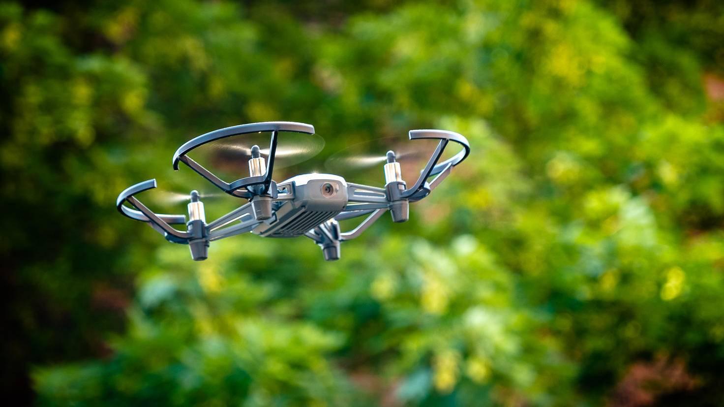 Draußen sollte die Drohne allerdings nur bei wenig Wind geflogen werden.