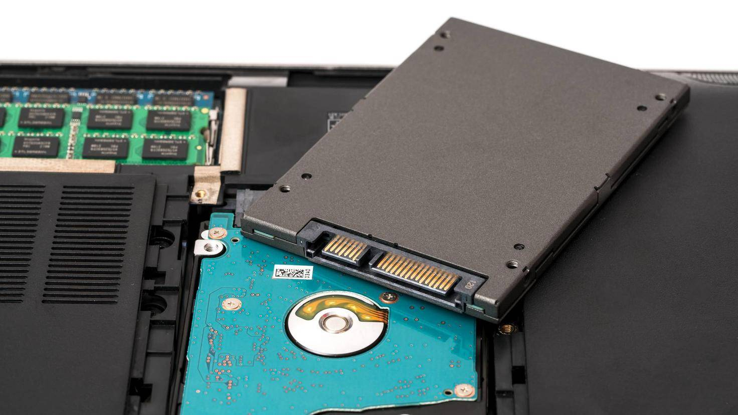 Notebook HDD is changing the SSD disk drive.