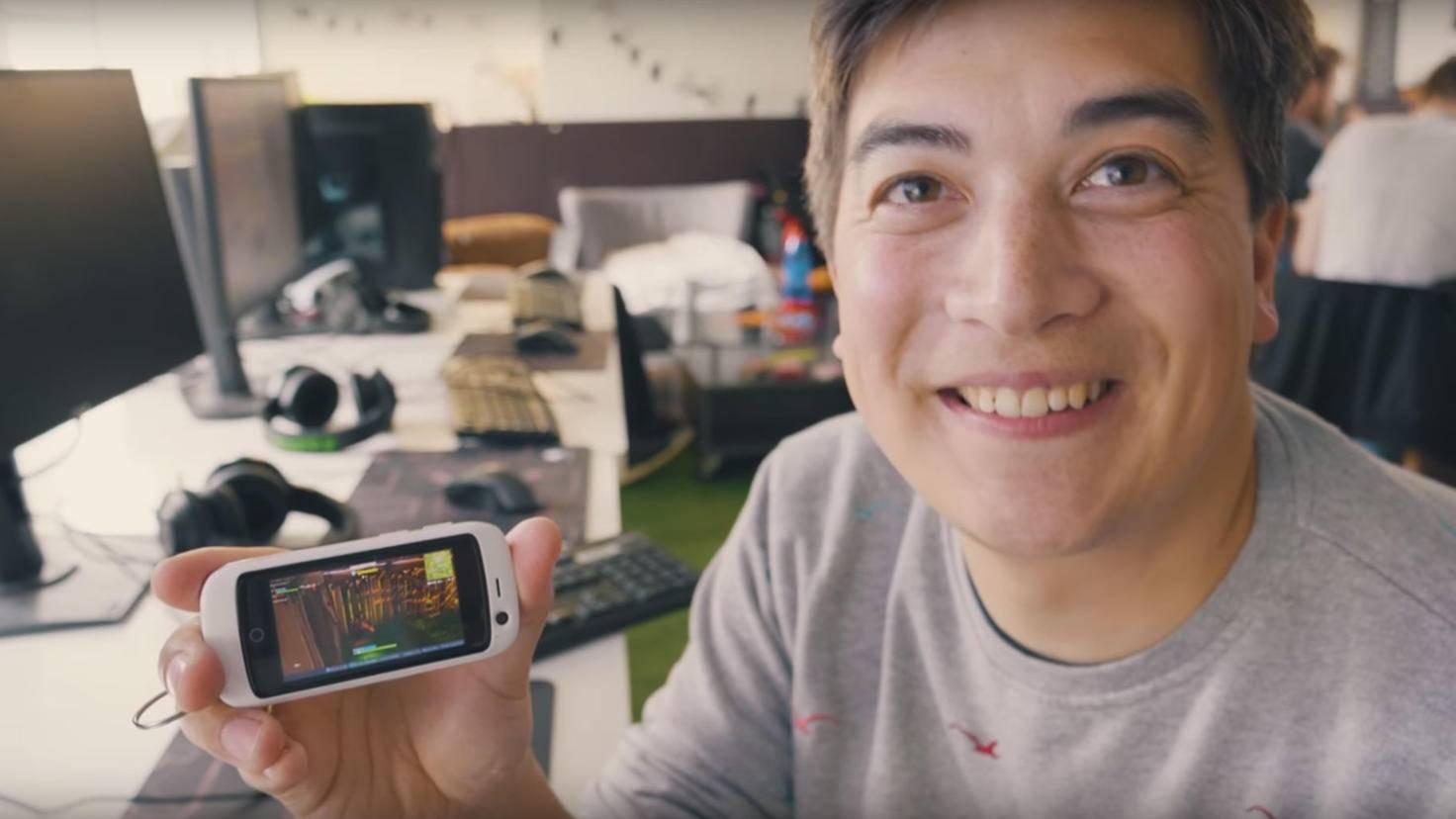 """Kurios: Hier läuft """"Fortnite"""" auf einem kleinen Android-Smartphone."""
