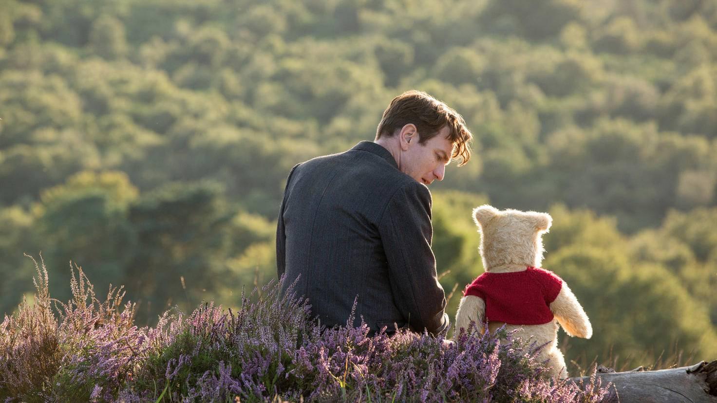 Wieder vereint beginnt ein neues Abenteuer für Christopher Robin und Winnie Puuh.