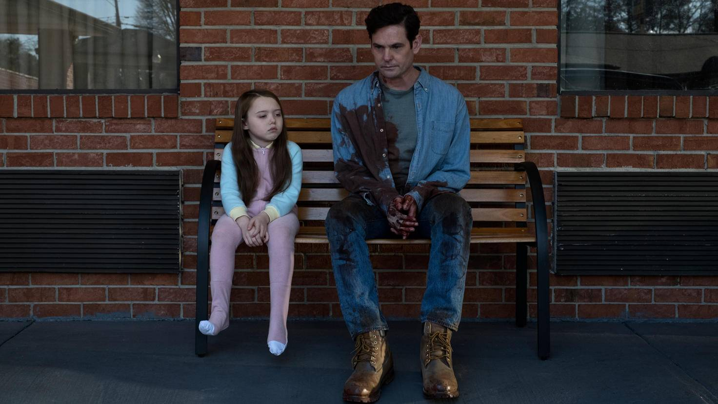 The Haunting of Hill House-S1E5-Violet Mcgraw-Henry Thomas-Steve Dietl-Netflix