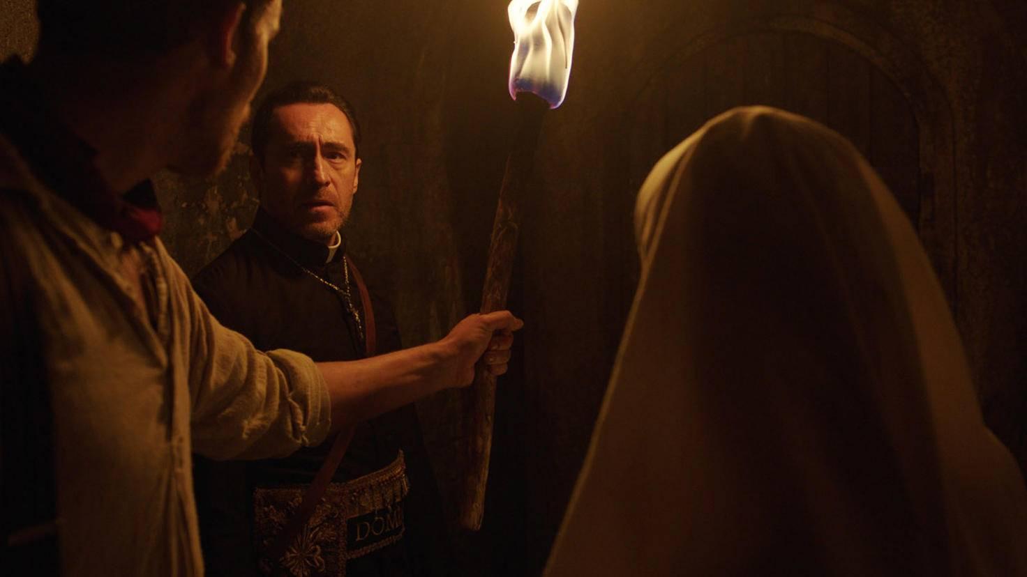 Pater Burke, Schwester Irene und Frenchie stürzen sich in den Kampf.
