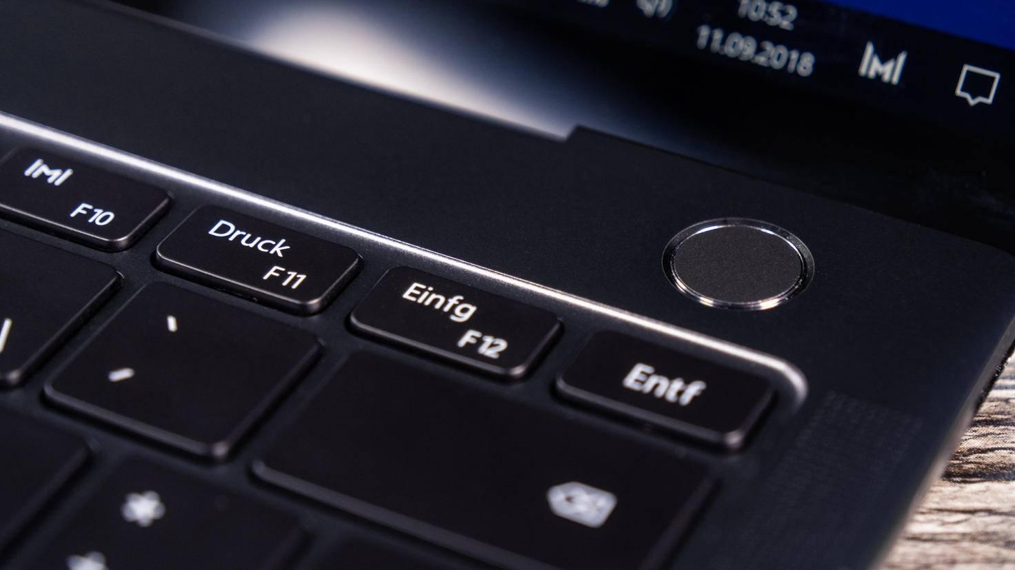 Huawei-MateBook-X-Pro-TURN-ON-6