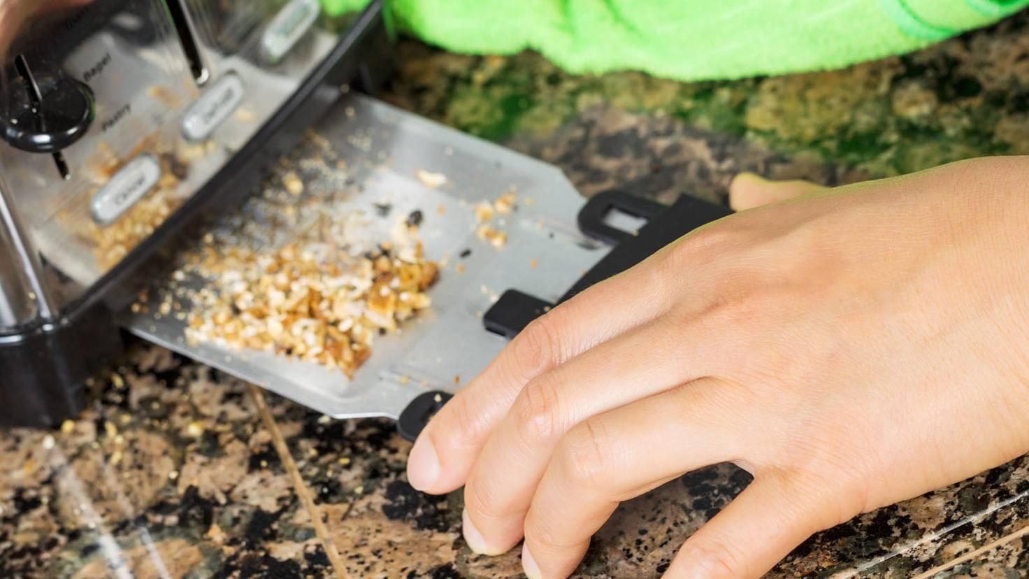 Toaster Krümelschublade-tab62-AdobeStock_56659813