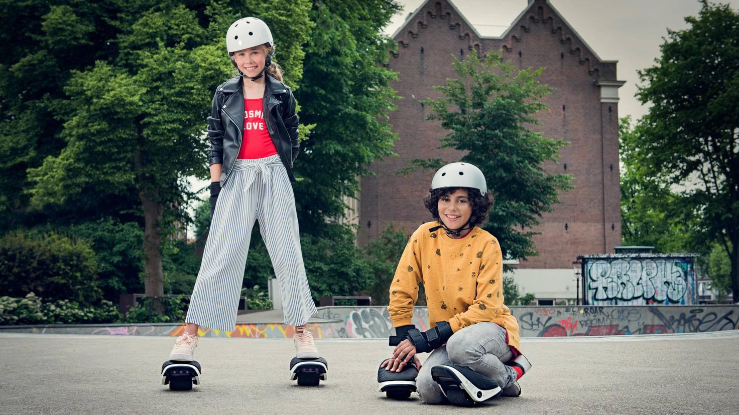 Auch Kinder können sich an den E-Skates ausprobieren.