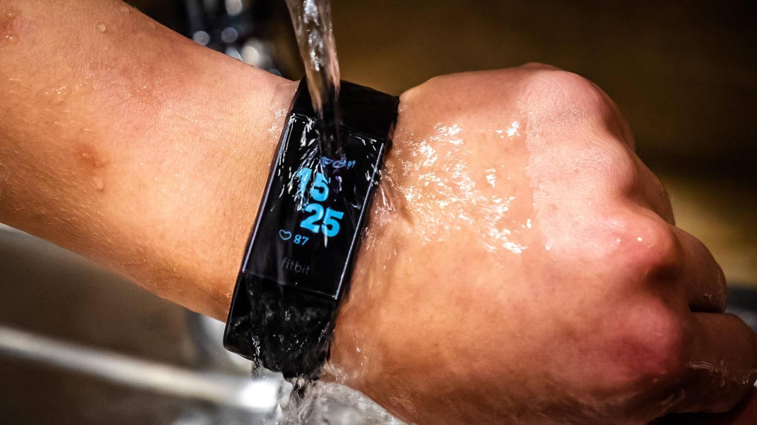 Damit hat der Fitbit Charge 3 inzwischen keine Probleme mehr.