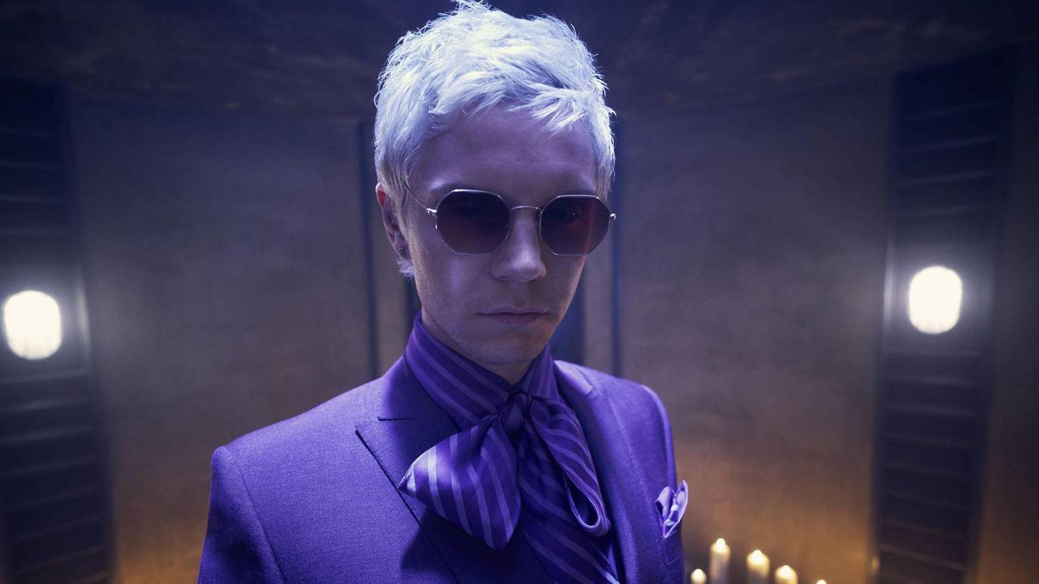 Evan Peters überzeugt unter anderem als Hairstylist Mr. Gallant.