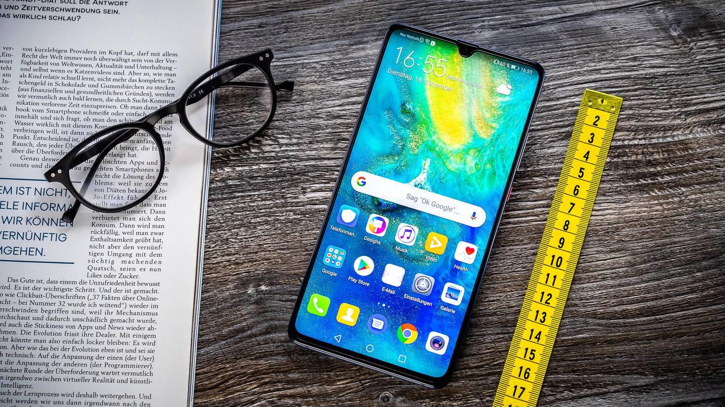 Huawei Mate 20 X auf Tisch