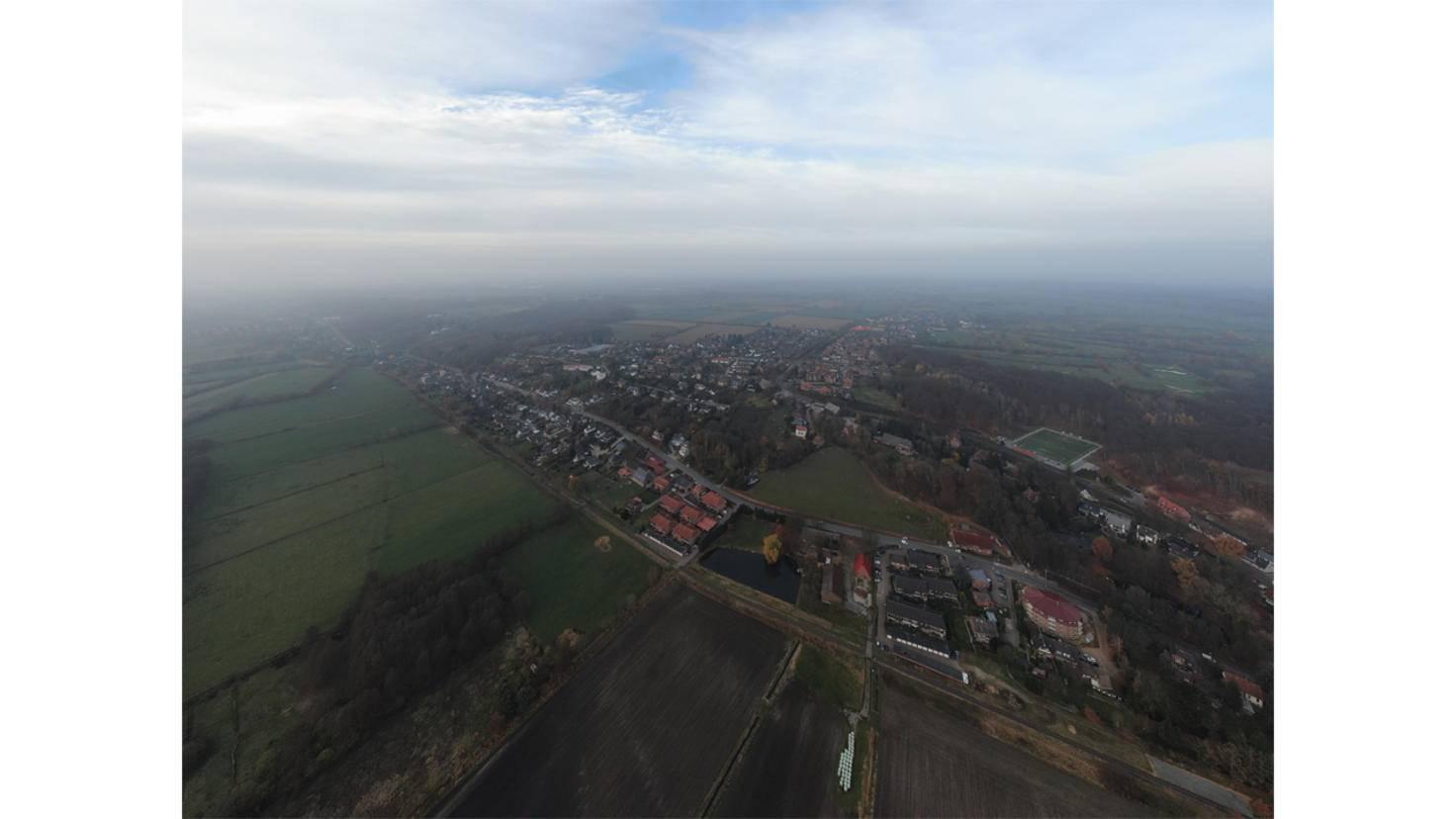 Dabei macht die Drohne 9 gezoomte Einzelfotos und bastelt daraus ein Panorama.