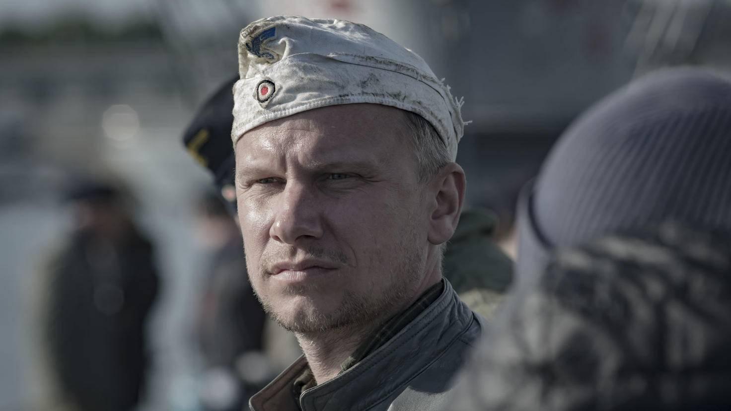 Robert Stadlober hat es sich als Hinrich in der U-Boot-Küche gemütlich gemacht.