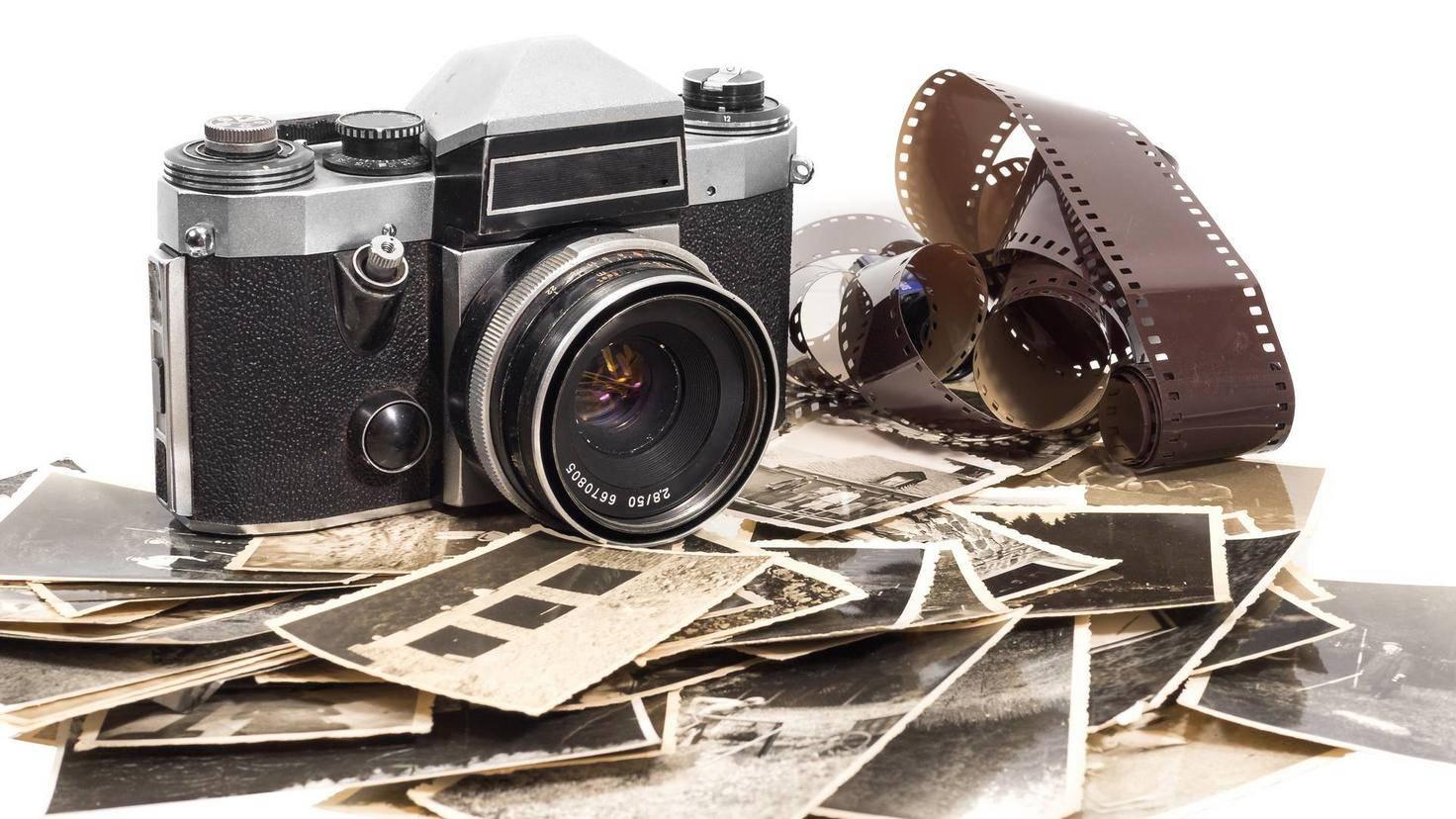 alter antiker fotoapparat mit fotografien