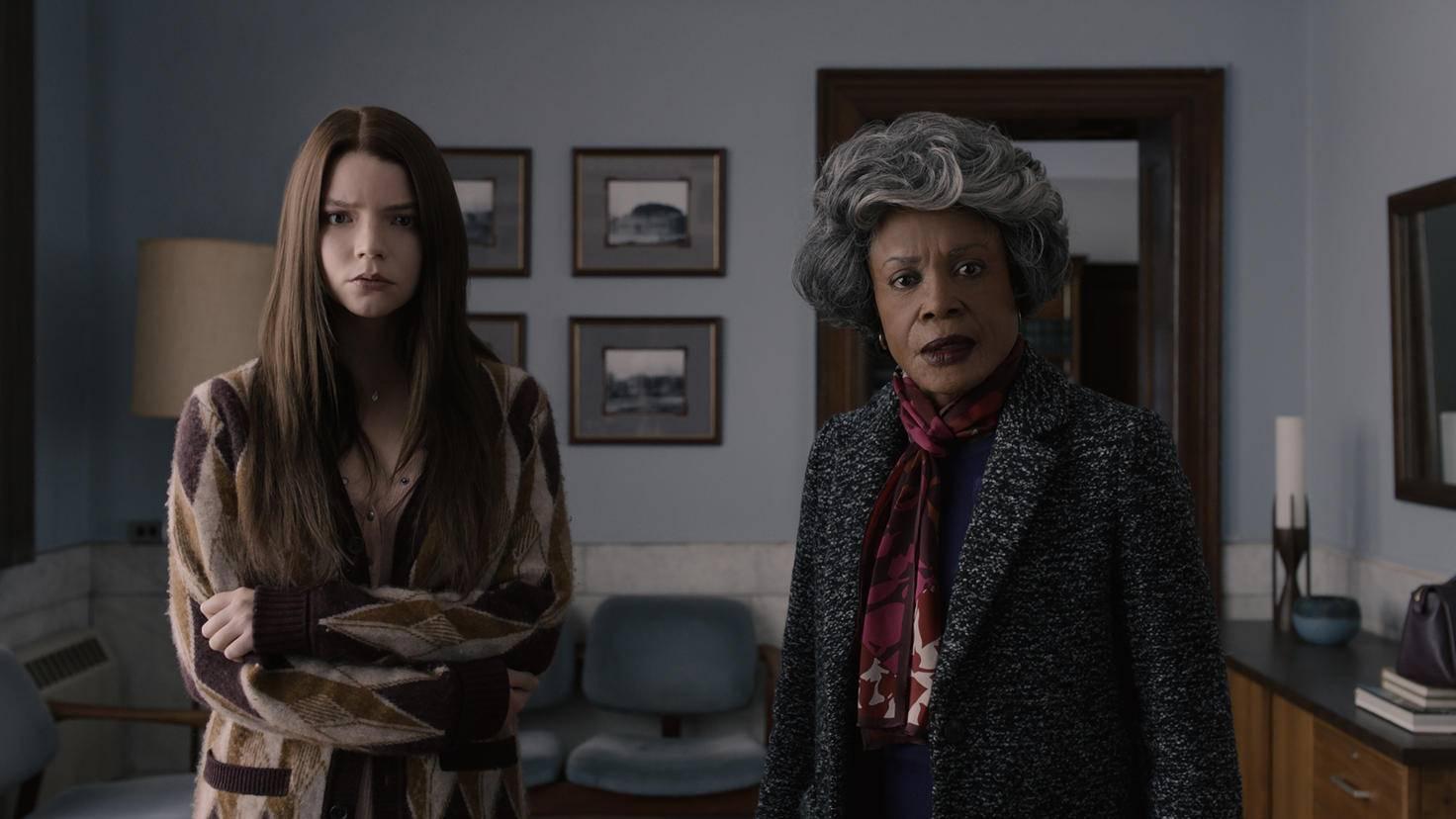 """Ex-""""Split""""-Opfer Casey Cooke und Mr. Glasses Mama scheint das Ganze ebenfalls nicht so ganz abzuholen ..."""