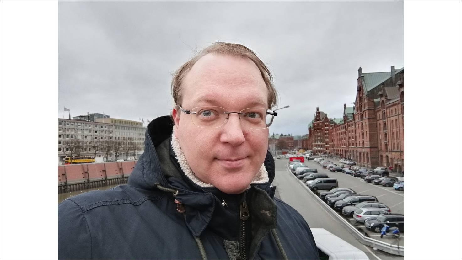 Die Selfie-Kamera knipst ordentliche Porträtfotos.