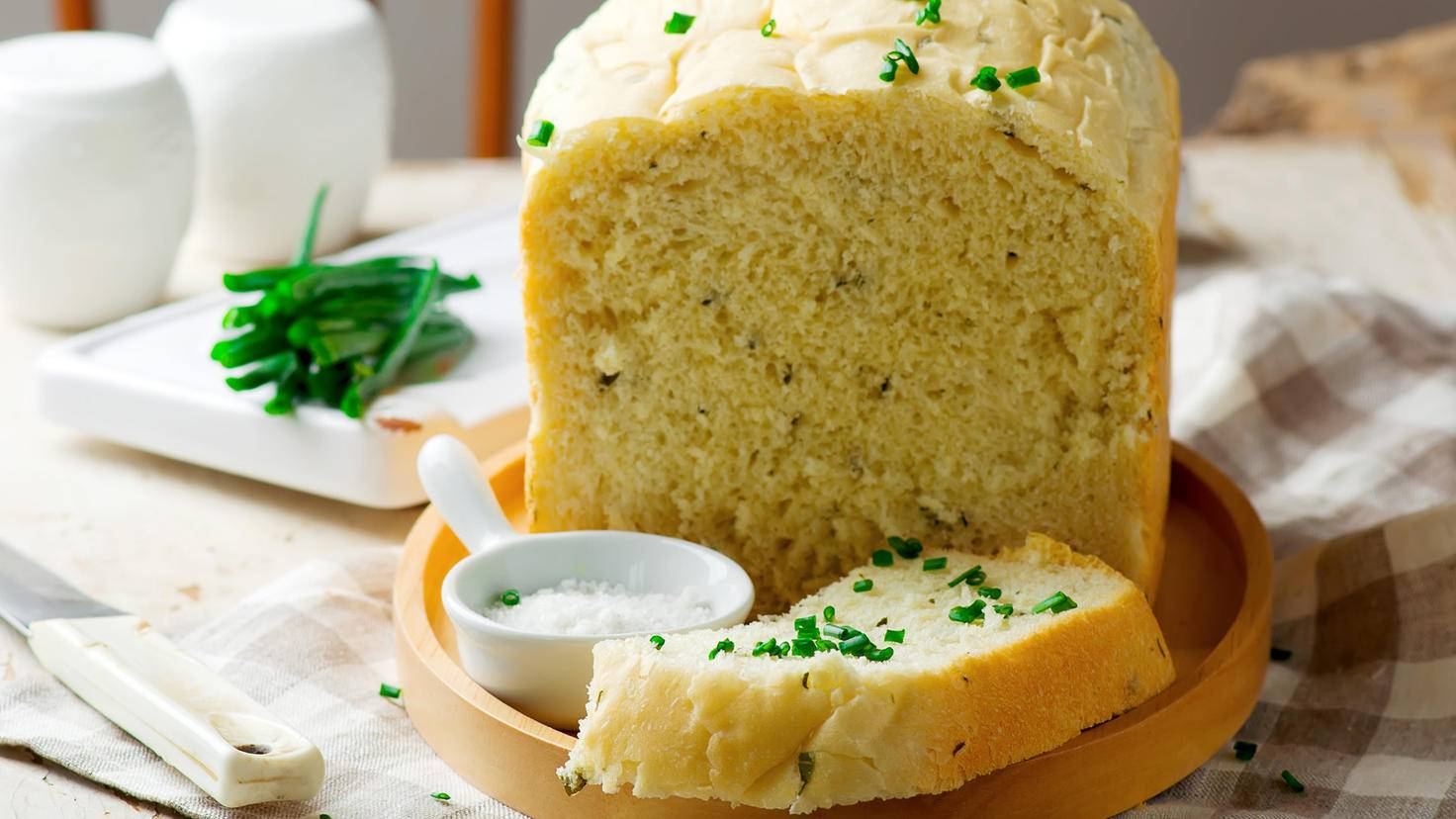 Brot-sour cream-AdobeStock-zoryanchik
