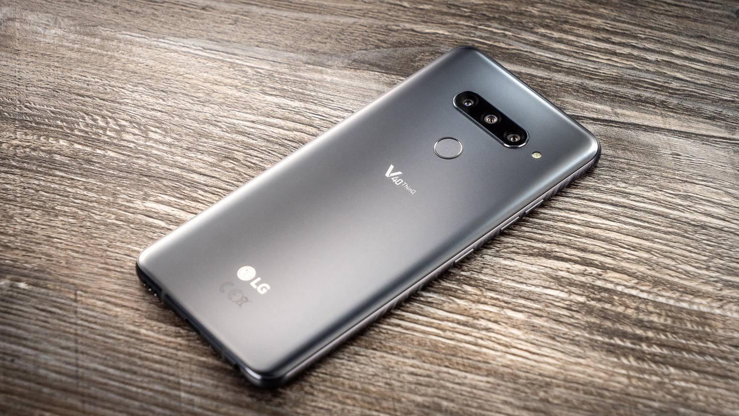 LG-V40-ThinQ-TURN-ON-4